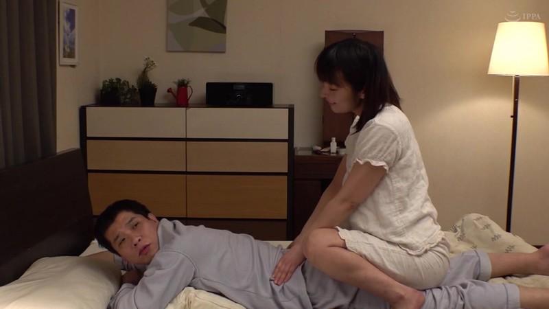 奥様が瞑想中に其処の旦那を寝取りまくる爆乳ヨガインストラクター 白鳥寿美礼