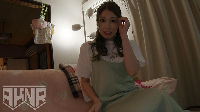 【シンママ動画】 お子さんが隣室にいる中で必死に声を押し殺しながらも感じている美人妻 由美香35歳 佐伯由美香 画像2