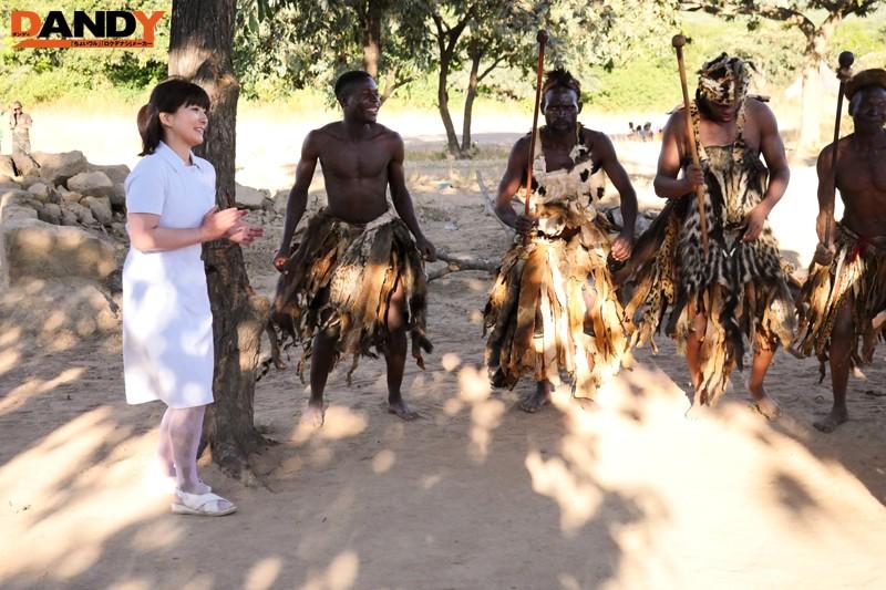 「野性の王国」番外編 ワケありおばさん看護師がアフリカ原住民の童貞青年と生中出しをヤる 8枚目
