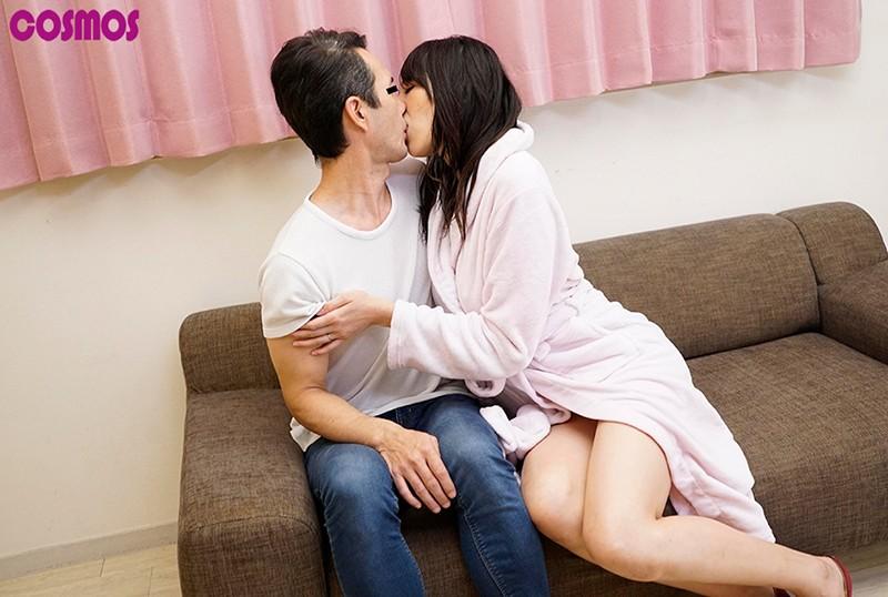 『綺麗な裸を残しておきたい』メモリアルヌード撮影で共演した若いモデルの他人棒を見て愛液を垂らした妻はその後中出ししてしまうのか? 画像17