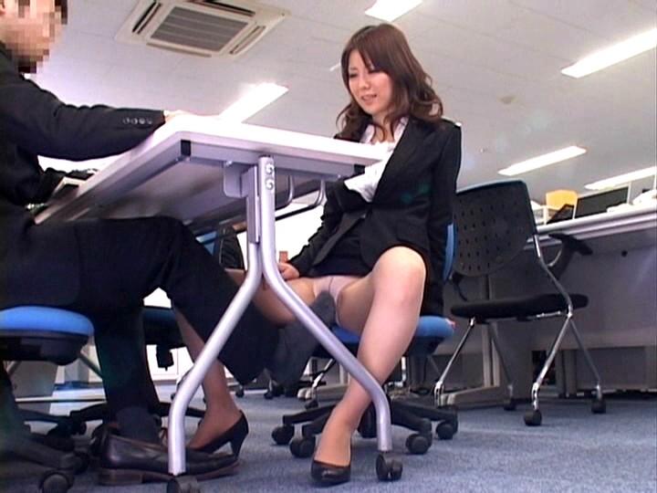 パンスト姿の痴女OLの、バキュームフェラバック足コキ無料H動画。【パンチラ動画】