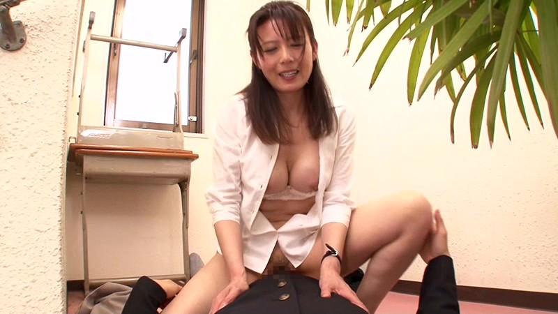 【女教師 フェラ】淫乱なHな四十路の女教師熟女のフェラプレイ動画!