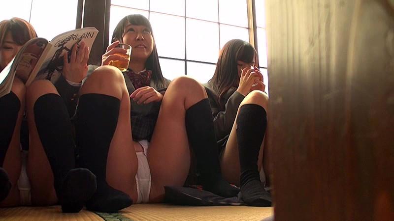 僕んちの定食屋に勝手にタダ飯を食べに同級生の可愛いグループの女子が集まりパンチラしまくるので勃起が止まらなくて困ってます 画像1
