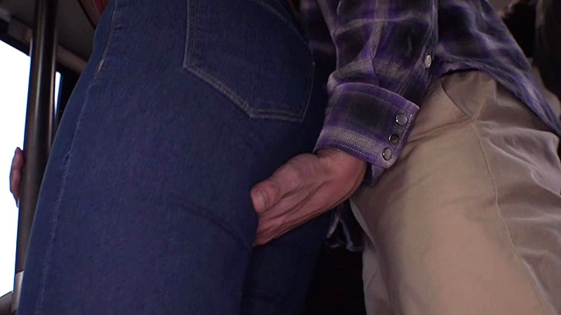 「『おばさんを痴●してどうする気?』男を忘れた美淑女は尻に押しつけられたチ○ポの感触が久しぶり過ぎてバック挿入も拒めない」 VOL.1 画像11