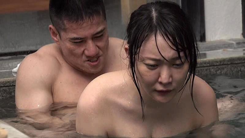 混浴温泉にて、巨乳の熟女人妻の、不倫無料動画!【熟女、人妻動画】