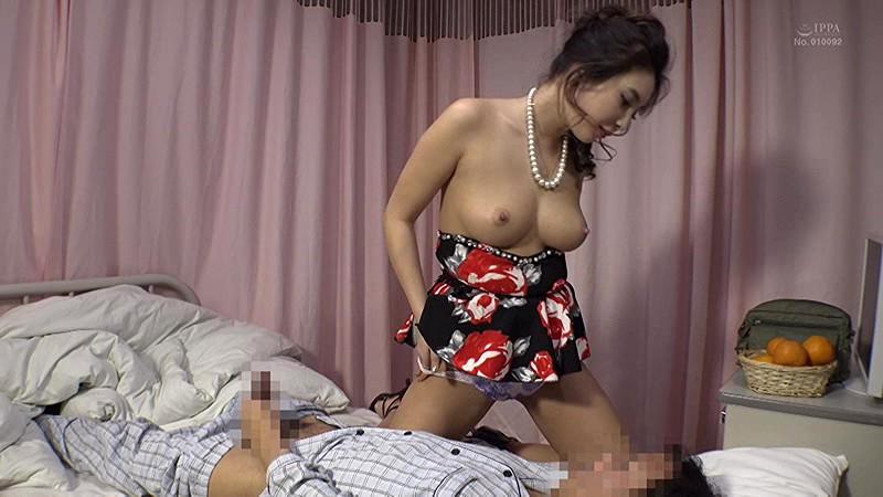 「『私のパンツ見ながらシコってもいいよ(ハート)』隣のお見舞いにきた彼女さんはパンチラで挑発するヤりたがり性欲女」VOL.1のサンプル画像
