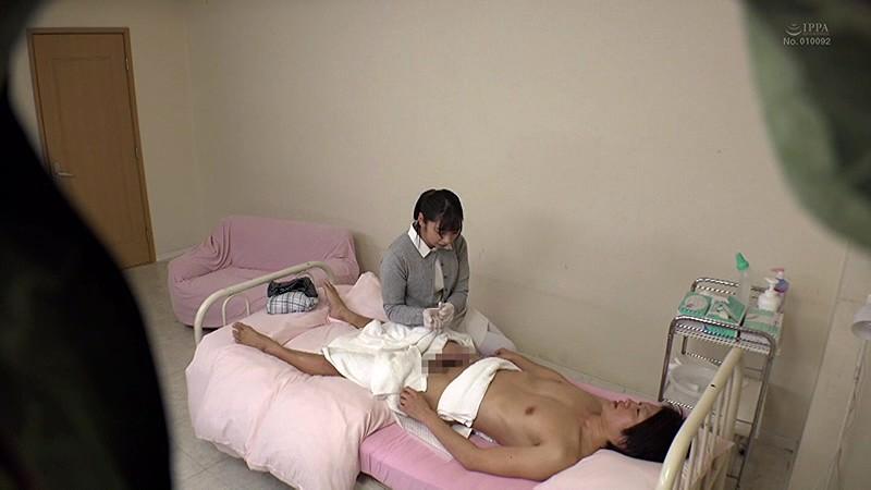 「街行くお昼休みの看護師に取材交渉!『男性患者にしている清拭を見せてもらえませんか?』お下品なAV撮影とは知らず…真面目に陰部洗浄を披露する白衣の天使たちはセックスまでしてしまうのか?」VOL.1 6枚目