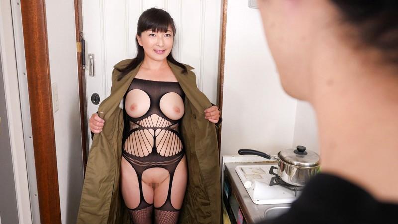 「『中出ししたことある?』玄関入って5秒でビンビンにさせる派遣おばさん 松沢ゆかり 44歳」 1枚目