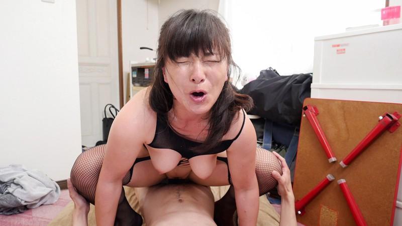 「『中出ししたことある?』玄関入って5秒でビンビンにさせる派遣おばさん 松沢ゆかり 44歳」 8枚目