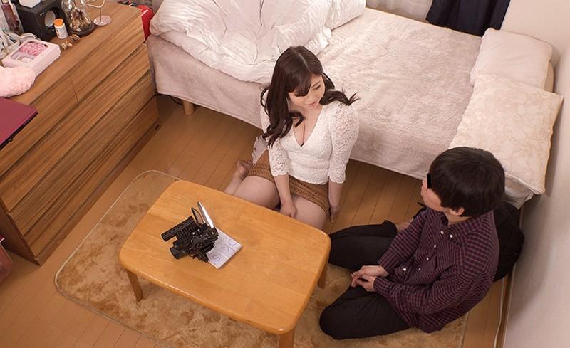 「台本は一行!『童貞クンのお相手をしてあげて下さい』のみ!!肉感女優 中村知恵が自宅で筆おろしのお手伝い」 3枚目