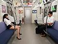 最終電車で痴女とまさかの2人きり!向かいの座席でパンチラし...sample10