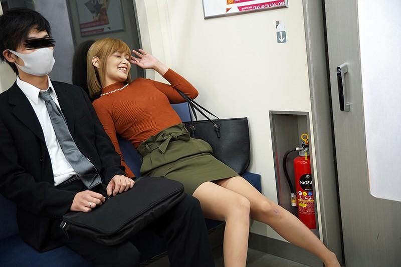 最終電車で痴女とまさかの2人きり!向かいの座席でパンチラしてくるホロ酔い美脚女の誘惑で勃起したらヤられたVOL.21