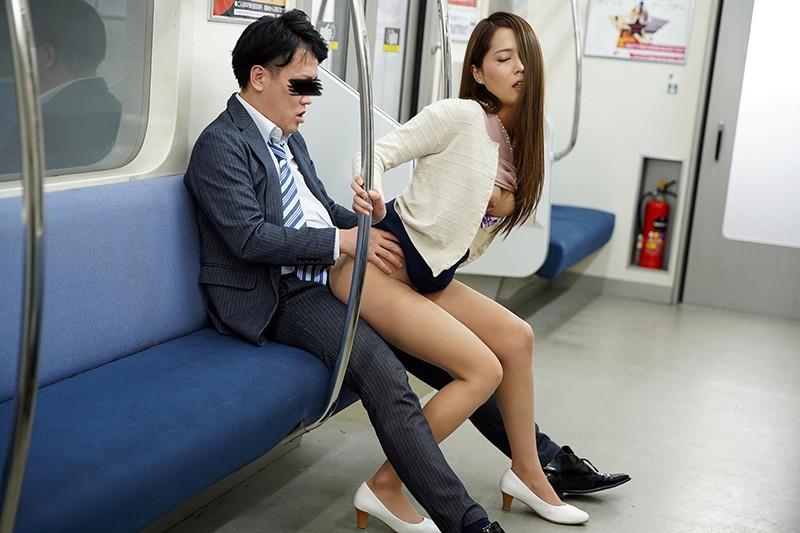 最終電車で痴女とまさかの2人きり!向かいの座席でパンチラしてくるホロ酔い美脚女の誘惑で勃起したらヤられたVOL.218