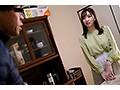 「出張マッサージ師が人妻の性感帯に勃起チ○ポを擦りつけて火がついたら終了!ヤらないで帰ろうとしたら『延長してもいいですか?』」VOL.1 画像12