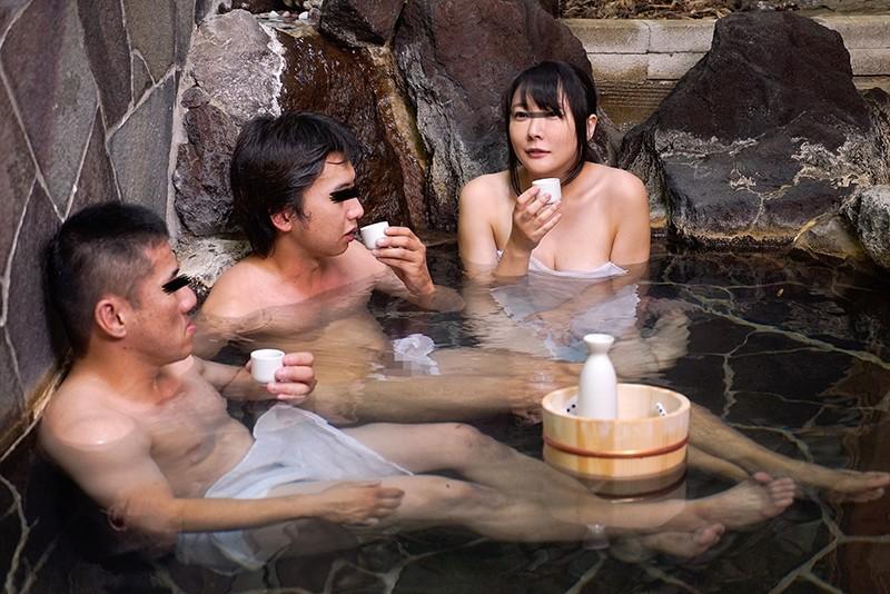 「混浴温泉でご近所の美熟妻と二人きり◆大きな胸を見ながらせんずりしてるのがバレて怒られるかと思ったら…」VOL.4+2作品 画像4