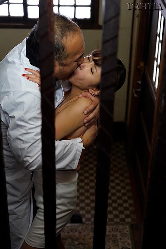 夫が入院中の1週間、元薬剤師の義父のキメキス姦で完堕ちした巨乳妻―媚薬と接吻中毒になったわたし― 我妻里帆 キャプチャー画像 1枚目