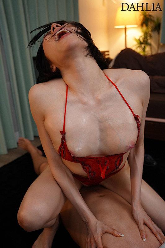 こんなピンクの乳首見たことない!近所の人妻さんの浮きブラ乳首に即勃起してしまった僕 七海ティナ