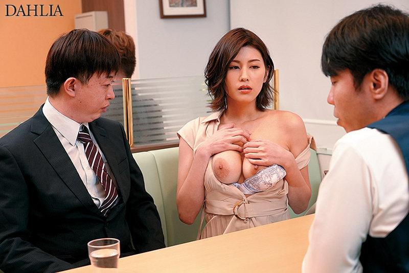 「ねえ、ペニ舐めたい。」コンプライアンスを守れない。いつも冷静な職場の淫乱美人。美乃すずめ