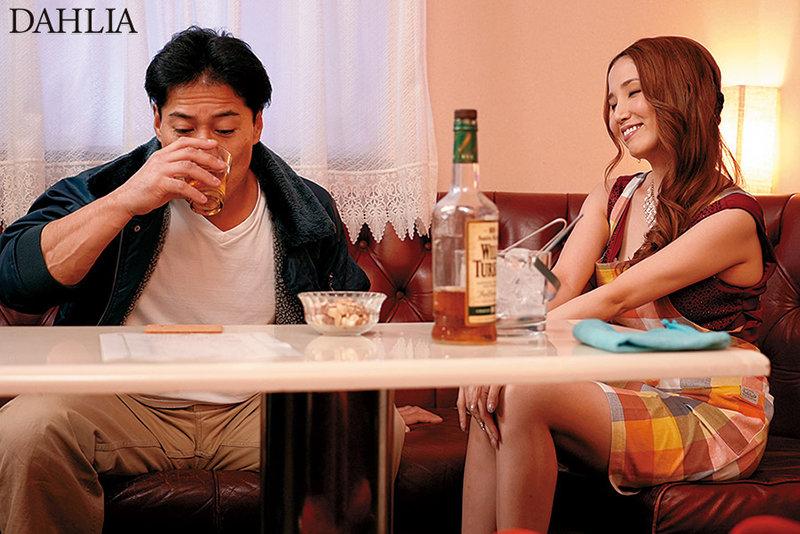 錦糸町の嬢王 夜の蝶ごっくん中出し性接客 友田彩也香 画像7