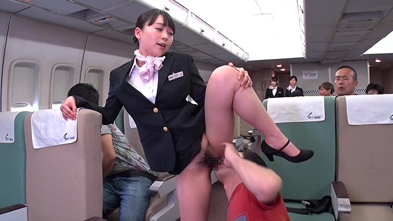 美人な女性の、中出しクンニ無料H動画!