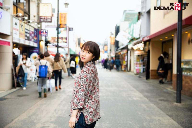 今話題の現役W大文学部在籍中のショートカット美人 渡辺まお(19) デビューDVD 3枚目
