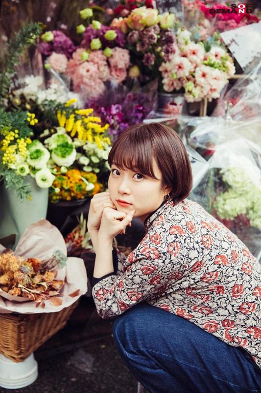 今話題の現役W大文学部在籍中のショートカット美人 渡辺まお(19) デビューDVD 4枚目