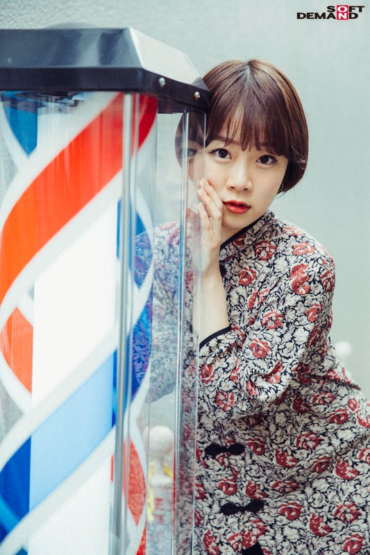 今話題の現役W大文学部在籍中のショートカット美人 渡辺まお(19) デビューDVD 5枚目