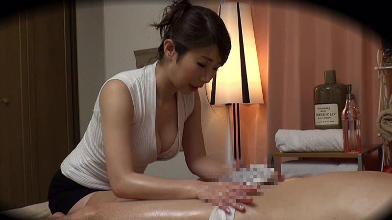ドSスレンダーな美乳でミニスカで制服姿のお姉さん痴女の、マッサージエステセックス無料エロ動画。【誘惑動画】