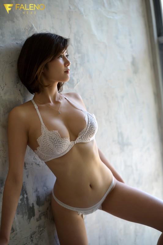 新人 FALENO star専属 セックスの女神、現る AV DEBUT 美乃すずめ 2枚目