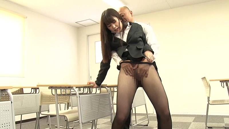 色香で包まれた黒パンスト女教師 桜木優希音 2枚目