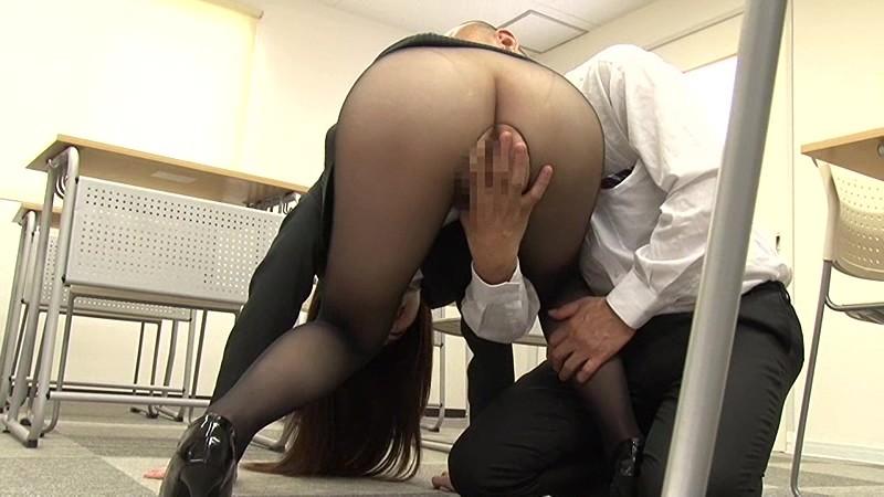 色香で包まれた黒パンスト女教師 桜木優希音 3枚目