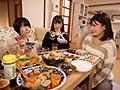 嫁実家に里帰りしたら嫁の姉妹と逆3Pしち...のサンプル画像 8
