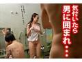 温泉に来た巨乳女子を強制混浴!逃げられない水面下で身体をまさぐられ続け人前で感じてしまうムッツリ女子を×××