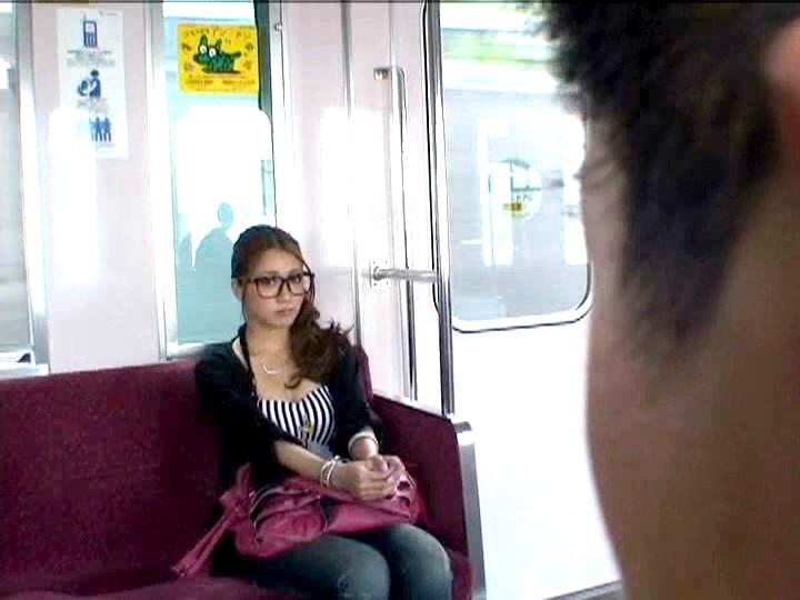 毎朝、通勤電車で目が合いまくる!!即勃起し
