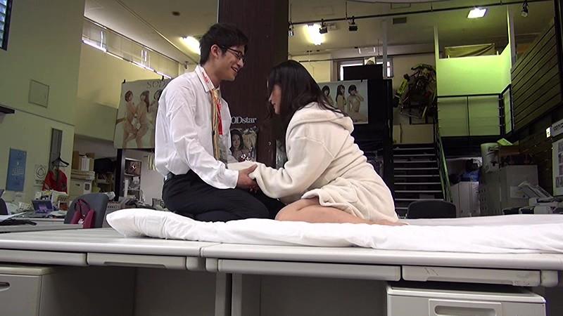男子社員岡本健吾を無理やり脱がしちゃいました-5 イケメンAV男優動画/エロ画像
