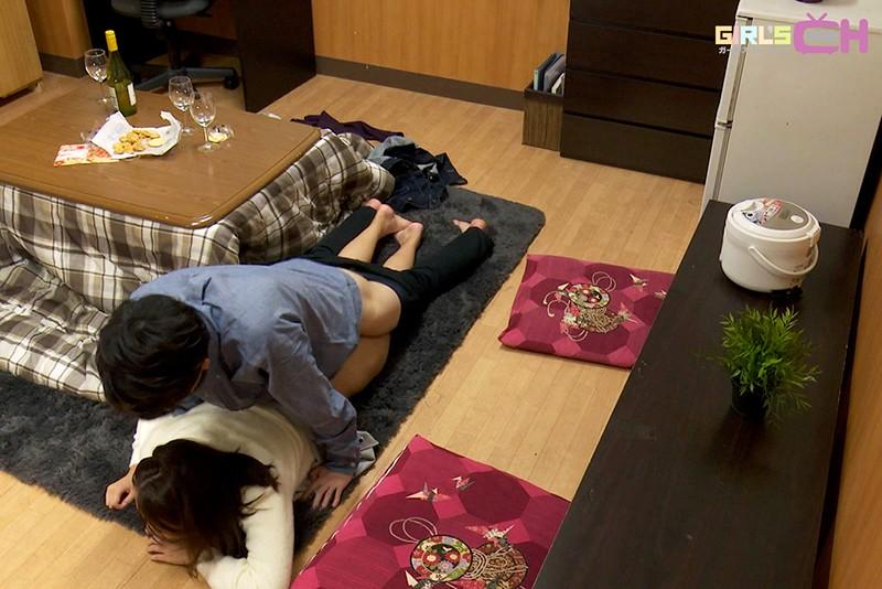 こたつの中でこっそりイジられて熱くなったアソコは我慢できない…婚約者がいるのに実家で寝取られ中出し-17 イケメンAV男優動画/エロ画像