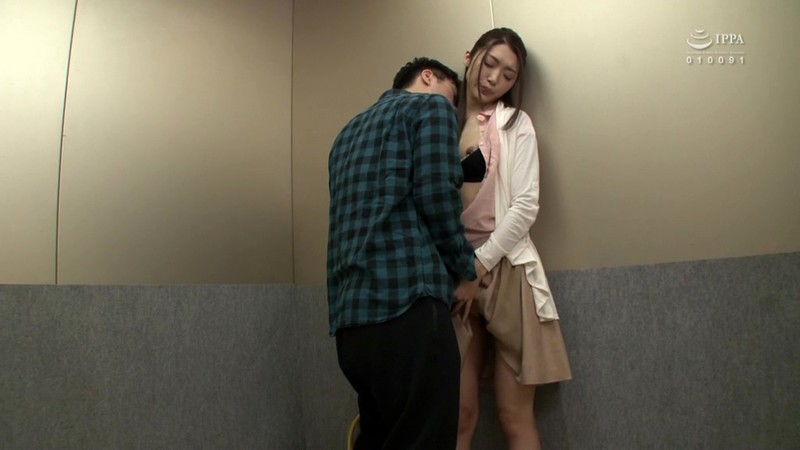 GS-294 Studio SOSORU X GARCON - I'm Stuck In An Elevator With A Hot Elder Sister Type! I Don't Have The Courage To Become A Monster And Fuck Her, So I Was Enjoying A Daydream Fantasy While Sniffing Her Nice Smell, When Suddenly The Elevator Stopped! This Elder Siste big image 5