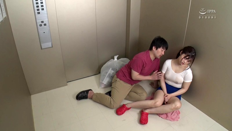 GS-356 Studio SOSORU X GARCON - On A Burning Hot Day, I Wound Up In A Steamy Elevator With A Braless Young Wife With Big Tits Who Was Taking Out Her Trash!