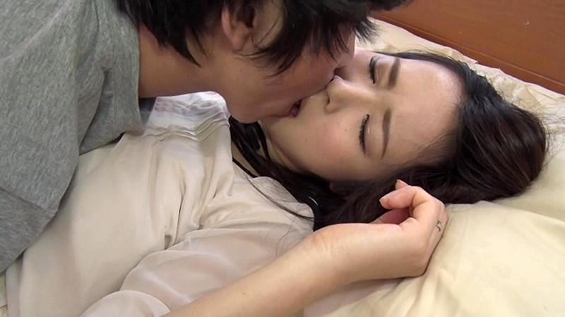 若妻接吻・近親相姦 夫には決して言えない…許されぬ背徳の肉体関係 新井梓 8枚目