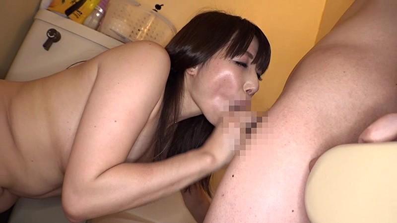 優しすぎる素人奥さんが笑顔で童貞筆おろしを生中出しでしてくれる騎乗位がお好きな専業主婦あいさん(33歳)サンプルF4
