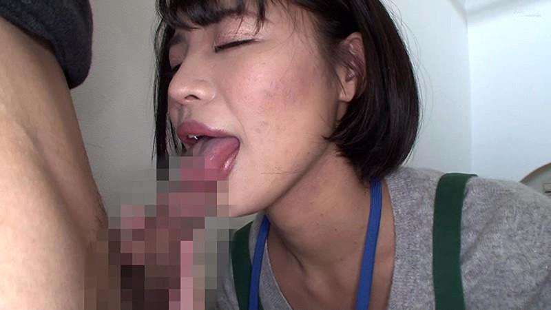 「こんな場所で舐めるんですか?」おしゃぶり好きの素人奥さんにアポなし訪問!その場で面接・フェラチオ・最後はごっくん キャプチャー画像 2枚目