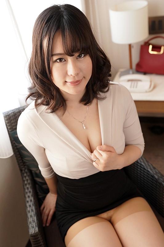 夫に内緒で他人棒SEX「実は主人の精液も飲んだことないんです」30歳すぎて初めての精飲 ほのかさん31歳 画像1