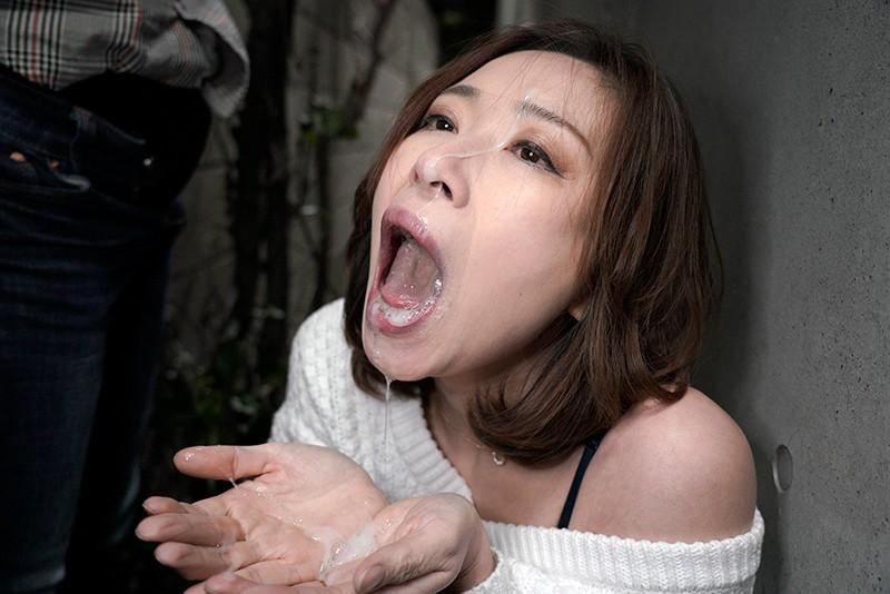 夫に内緒で他人棒SEX「実は主人の精液も飲んだことないんです」40歳すぎて初めての精飲 特別編ドMな中国人妻 鈴麗(リン・リー)さん41歳 12枚目
