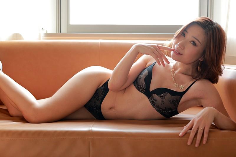 夫に内緒で他人棒SEX「実は主人の精液も飲んだことないんです」40歳すぎて初めての精飲 特別編ドMな中国人妻 鈴麗(リン・リー)さん41歳 20枚目