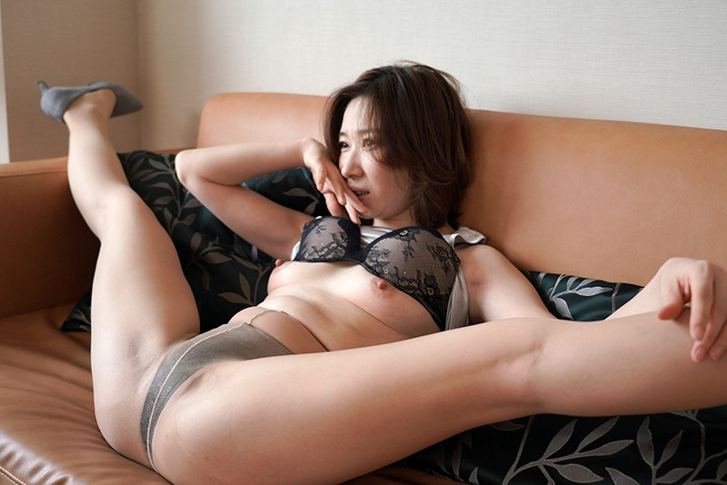 HAWA-174 Studio Cosmos Eizo - She's Secretly Having Sex With Someone Else The Truth Is, I've Never Swallowed My Husband's Cum She's Over 40 And Getting Her First Drink Of Cum Special Edition A Maso Chinese Married Woman Lin Lee 41 Years Old big image 3