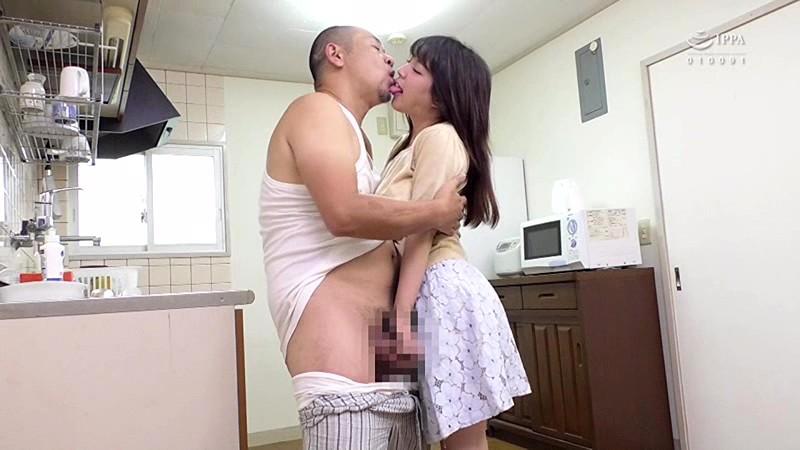 接吻巨乳近親相姦 いやらしすぎる娘のカラダは性欲処理にうってつけの玩具 優月まりな 3枚目