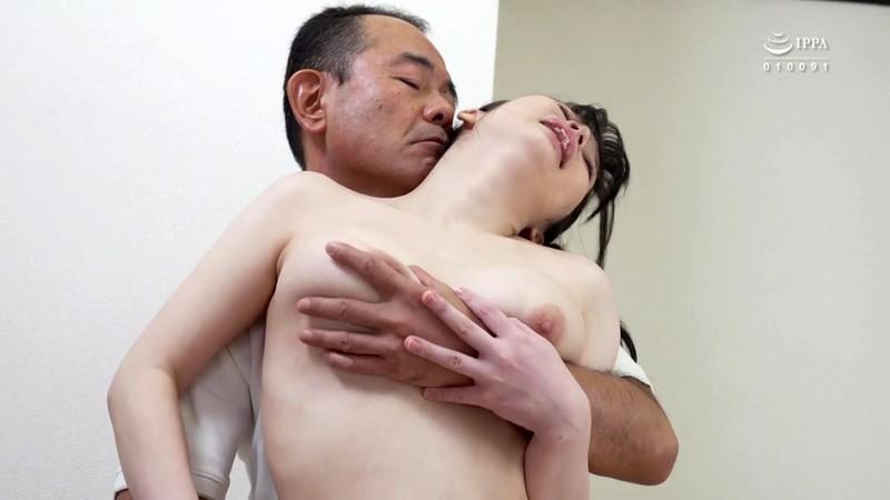 近親相姦 成長した娘の体に性欲丸出しで差し込む男根性交家族 春風ひかる 15枚目