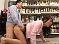 スーパーマーケットの試食コーナーで夕食の買い物に来た超美形若妻に媚薬入りソーセージを食べさせてムラムラさせて挿す2