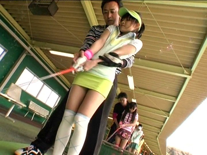 野外にて、淫乱なミニスカの美少女の、痴漢レイプパンチラエロ動画!【激イキ、露出動画】