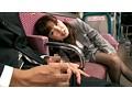 最終バスで爆睡している残業続きの欲求不満OLの目の前に勃起チ○ポをそっと出しておいたら、1度目は寝ボケまなこでチラ見!2度目は驚愕の表情でガン見!3度目は物欲しげな瞳でトロ見! 0